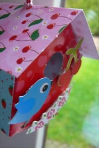 Foto versierd vogelhuisje